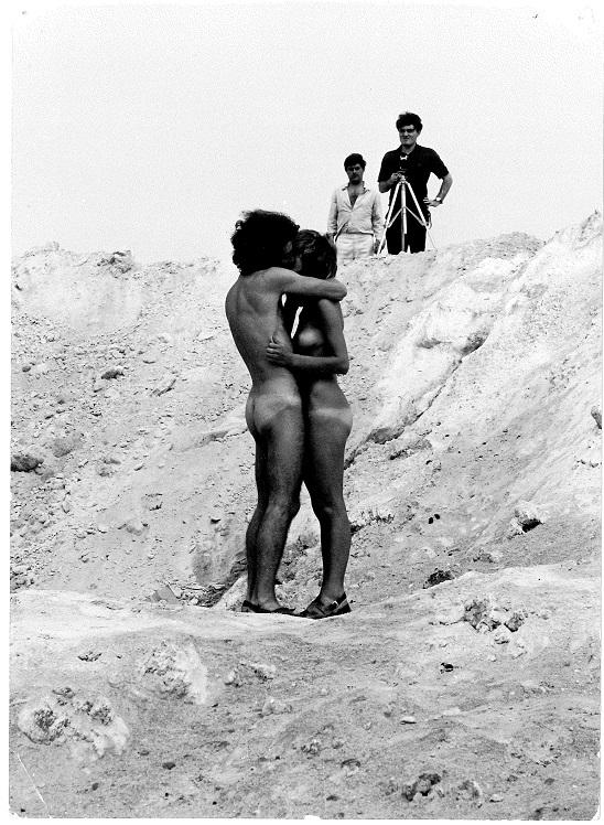 02_-SIRIO-LUGINBUHL-AMARSI-A-MARGHERA-IL-BACIO-1970-FILM8MM-COURTESY-ARCHIVIO-PRIVATO-SIRIO-LUGINBUHL-PADOVA - Copia